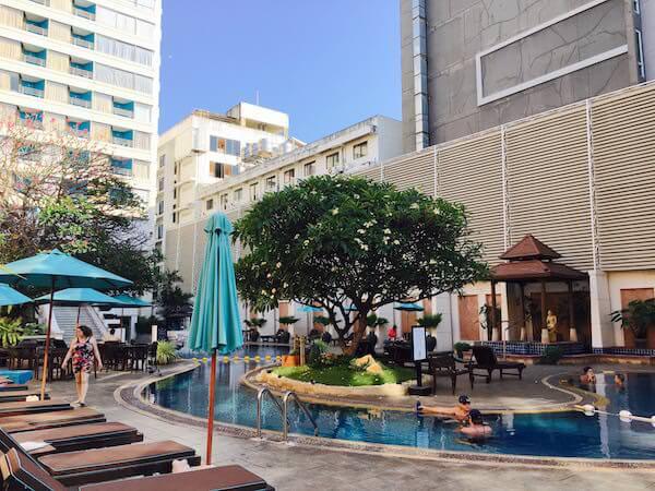 ザ ベイビュー ホテル パタヤ(The Bayview Hotel Pattaya)のプール2