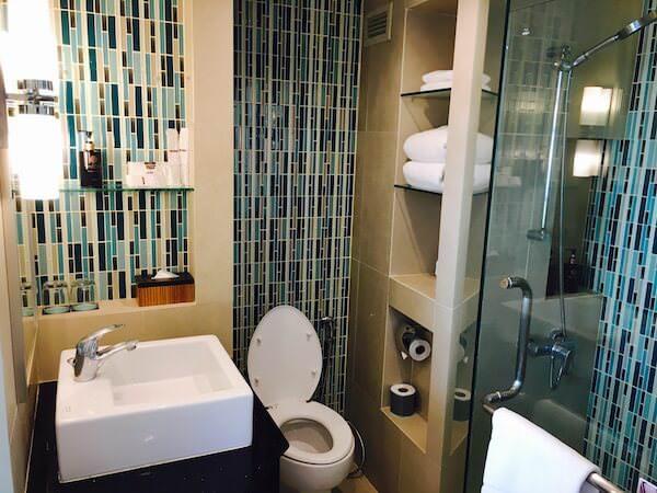 ザ ベイビュー ホテル パタヤ(The Bayview Hotel Pattaya)のシャワールーム1