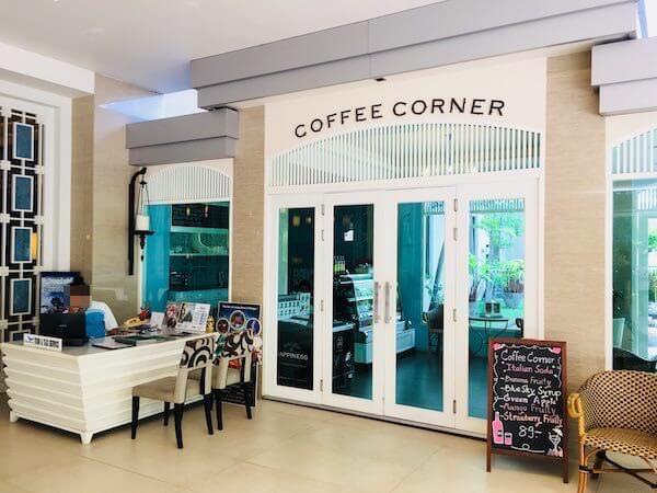ザ ベイビュー ホテル パタヤ(The Bayview Hotel Pattaya)のタクシーカウンターとカフェ