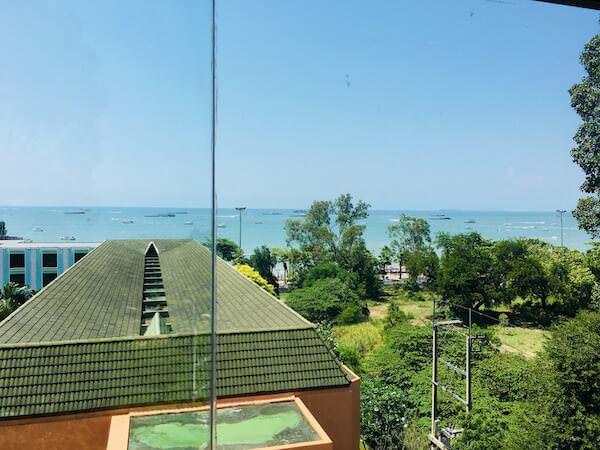 ザ ベイビュー ホテル パタヤ(The Bayview Hotel Pattaya)客室から見えるパタヤの海
