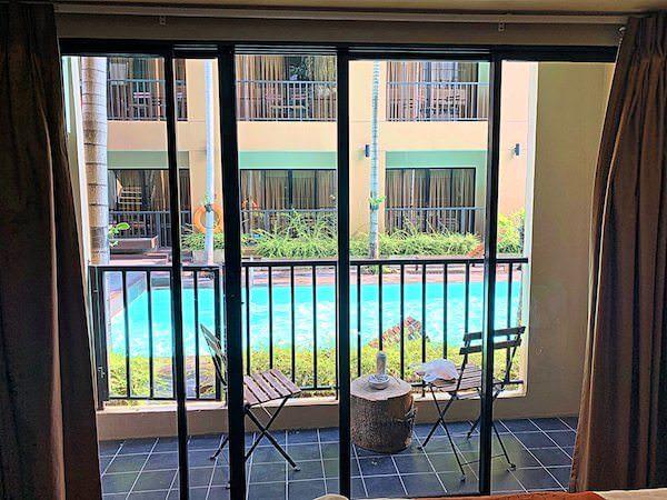 ザ コテージ スワンナプーム ホテル(The Cottage Suvarnabhumi Hotel)のバルコニー