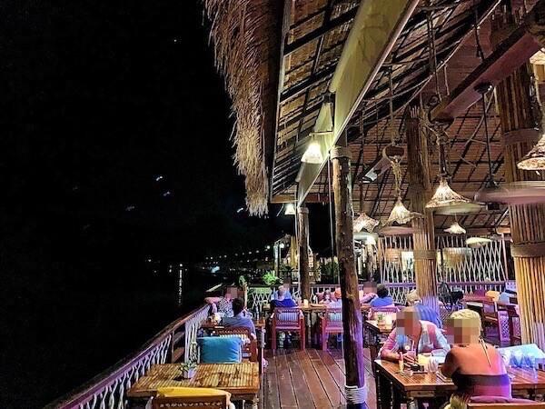 ザ フロートハウス リバークワイ リゾート(The Float House River Kwai Resort)のレストラン