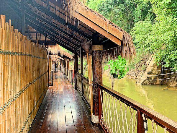 ザ フロートハウス リバークワイ リゾート(The Float House River Kwai Resort)の通路