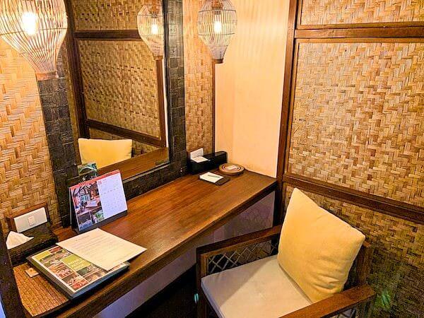 ザ フロートハウス リバークワイ リゾート(The Float House River Kwai Resort)客室ヴィラの化粧台