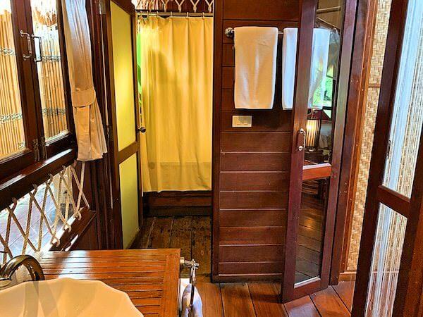 ザ フロートハウス リバークワイ リゾート(The Float House River Kwai Resort)客室ヴィラのシャワールーム2