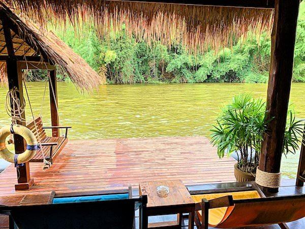 ザ フロートハウス リバークワイ リゾート(The Float House River Kwai Resort)客室ヴィラのテラス1