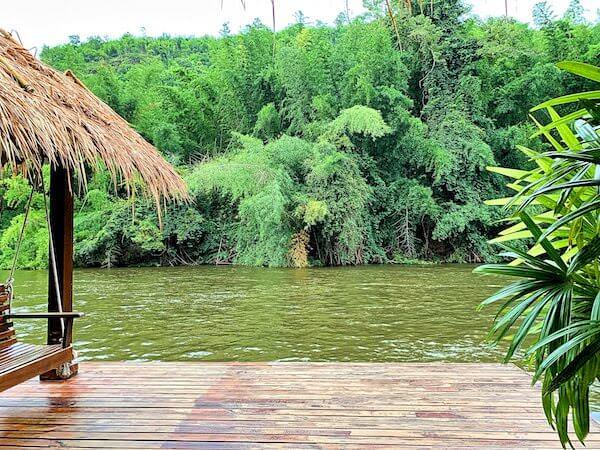 ザ フロートハウス リバークワイ リゾート(The Float House River Kwai Resort)客室ヴィラのテラスから見えるクウェー川の景色1