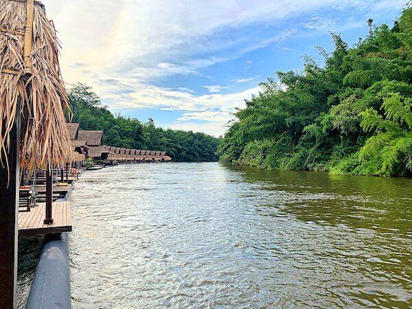 ザ フロートハウス リバークワイ リゾート(The Float House River Kwai Resort)客室ヴィラのテラスから見えるクウェー川の景色2
