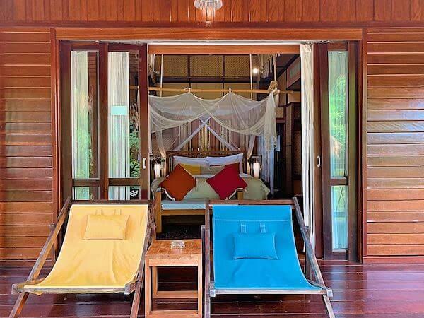 ザ フロートハウス リバークワイ リゾート(The Float House River Kwai Resort)のテラスから見た客室ヴィラ