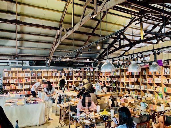 ジャムファクトリーの書店スペース