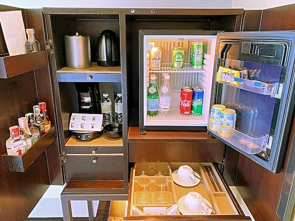 ジ オークラ プレステージ バンコク(The Okura Prestige Bangkok)の冷蔵庫とミニバー