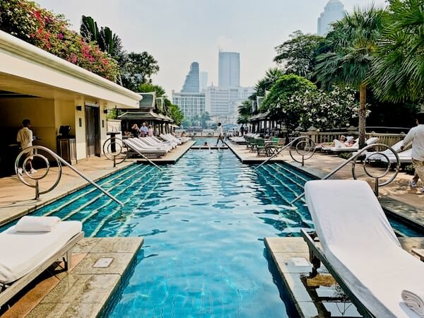 ザ ペニンシュラ バンコク(The Peninsula Bangkok)のプール1