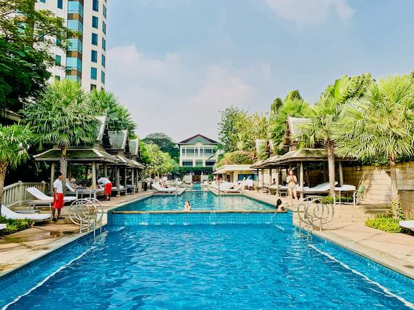 ザ ペニンシュラ バンコク(The Peninsula Bangkok)のプール2