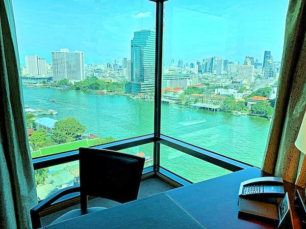 ザ ペニンシュラ バンコク(The Peninsula Bangkok)の客室から眺めるチャオプラヤー川の景色