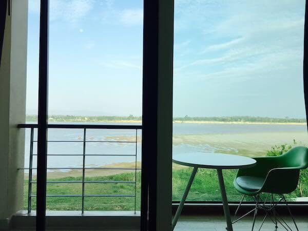 ザ リバー ホテル (The River Hotel)の客室窓
