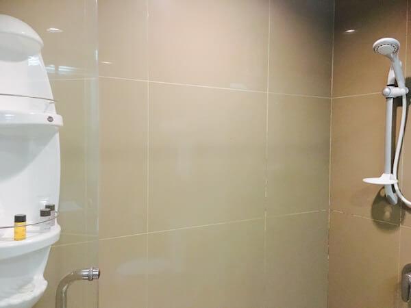 ザ サンレノ サービスド アパートメント (The Sunreno Serviced Apartment)のシャワールーム2