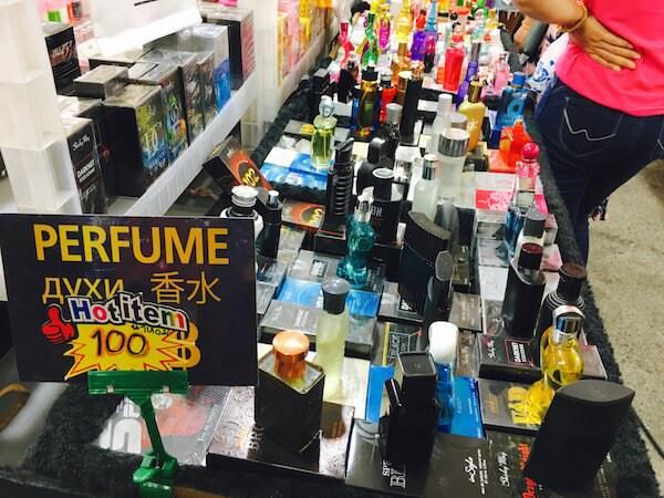 テパシットナイトマーケットの香水の店