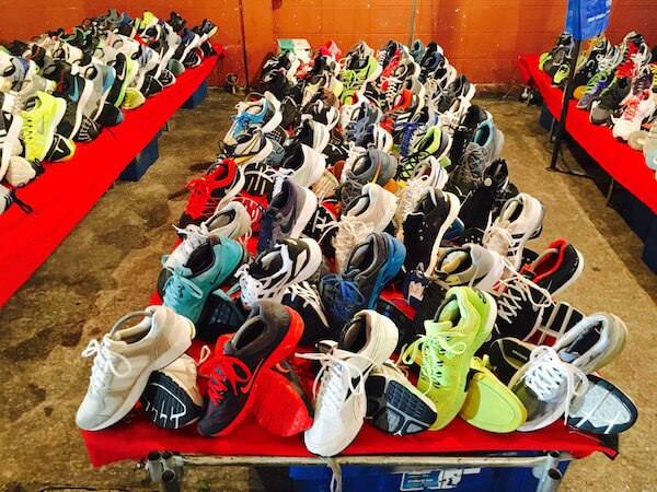 テパシットナイトマーケットの靴の露店が並ぶエリア2