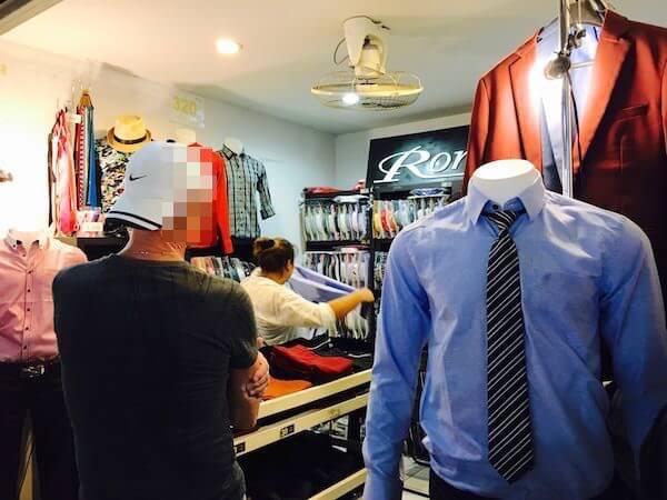 テパシットナイトマーケットのYシャツ専門店