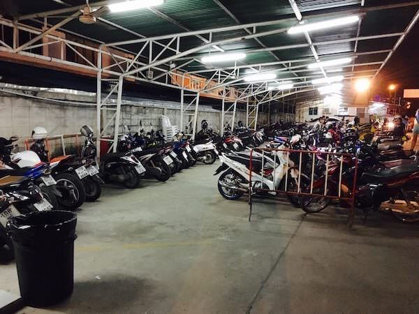 テパシットナイトマーケットの駐車場