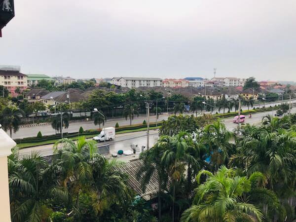 トン タ リゾート スワンナプーム (Thong Ta Resort Suvarnabhumi)のバルコニーから見える景色