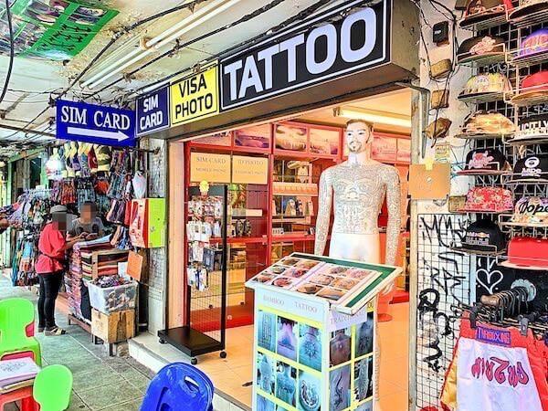 カオサン通りのタトゥースタジオ