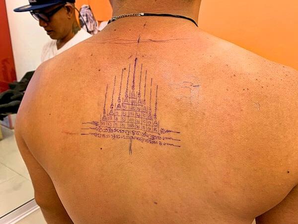 サクヤン風タトゥーを背中に転写