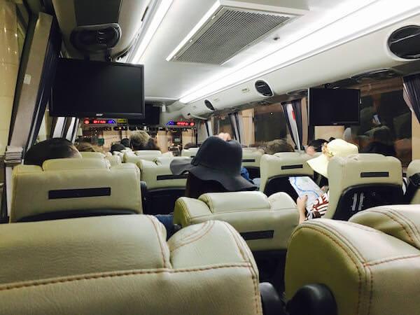 カオサン行きのリモバス車内