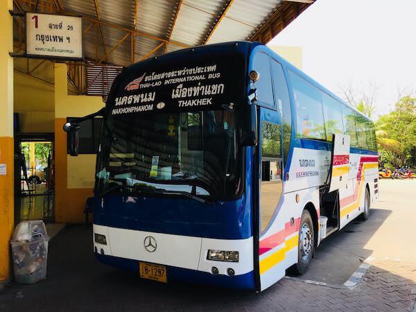 ターケーク行き国際バス