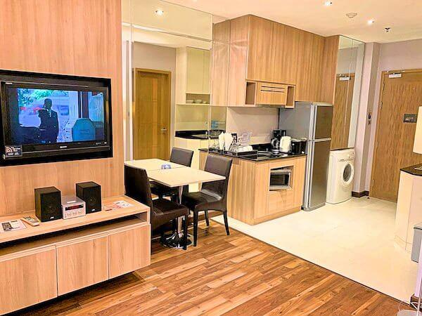 V レジデンス ホテル アンド サービスド アパートメント(V Residence Hotel and Serviced Apartment)のリビングルーム