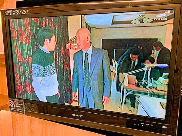 V レジデンス ホテル アンド サービスド アパートメント(V Residence Hotel and Serviced Apartment)のリビングにあるテレビ