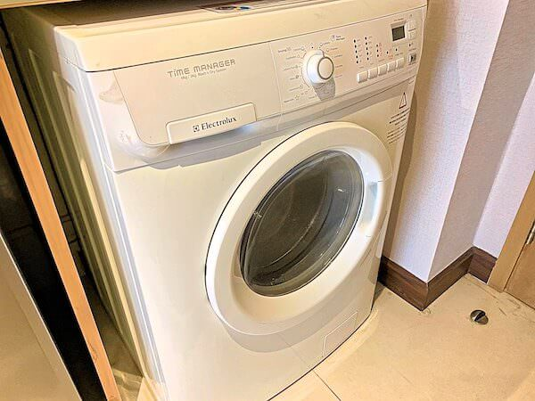 V レジデンス ホテル アンド サービスド アパートメント(V Residence Hotel and Serviced Apartment)の乾燥機付き洗濯機
