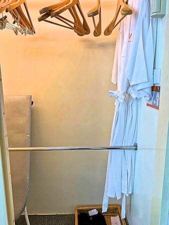 V レジデンス ホテル アンド サービスド アパートメント(V Residence Hotel and Serviced Apartment)のクローゼット