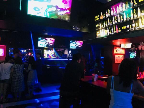 ウォーキングストリート レッドカー パブ(Walking Street Red Car Pub)の店内3