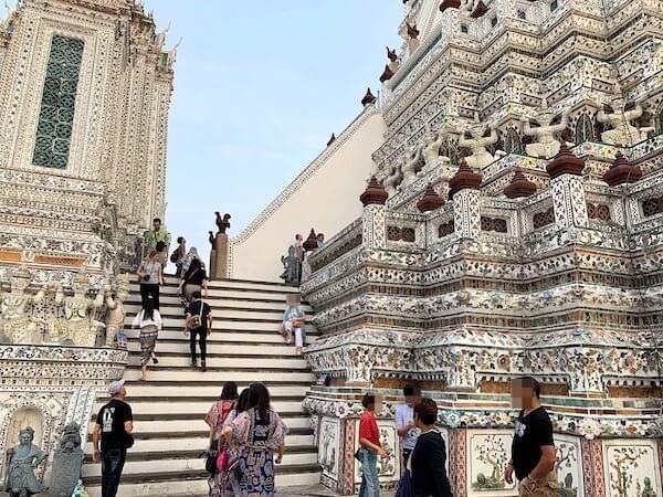 ワットアルン大仏塔の階段