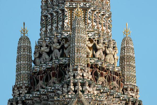 ワット・アルン 仏塔の表面