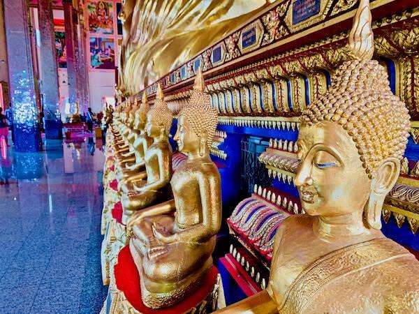 ワットバンプリーヤイクラーンの涅槃仏の台座