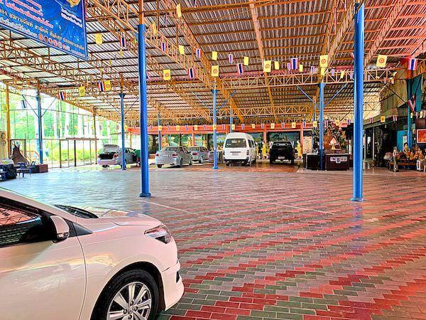 アユタヤの地獄寺ワットガイの駐車場