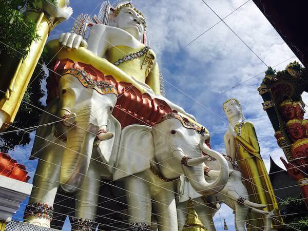 ワットクンチャンの仏像