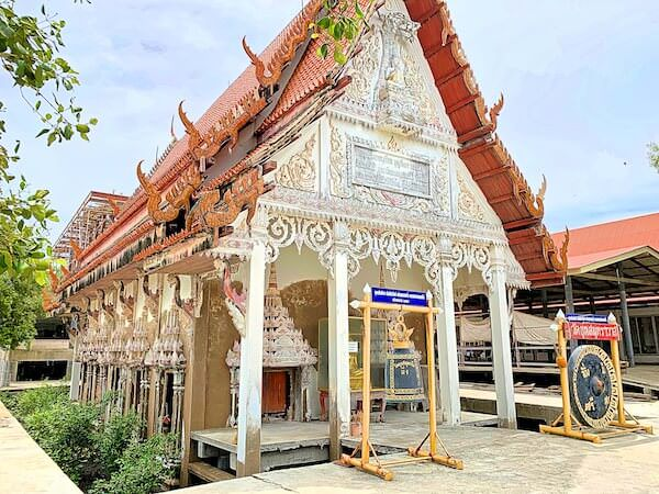 ワット・クン・サムット・チン(Wat Khun Samut Chin)の本堂