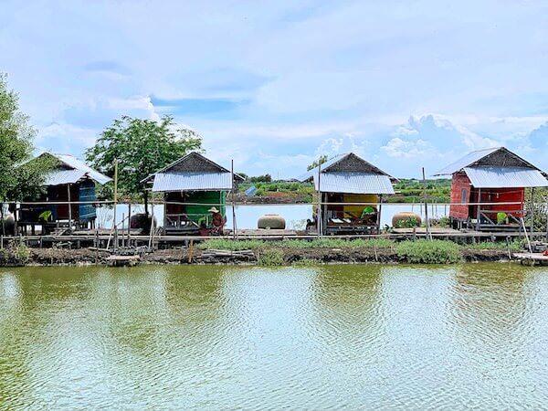 ワット・クン・サムット・チン(Wat Khun Samut Chin)周辺に建てられている古屋