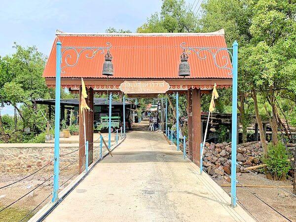 ワット・クン・サムット・チン(Wat Khun Samut Chin)の入り口