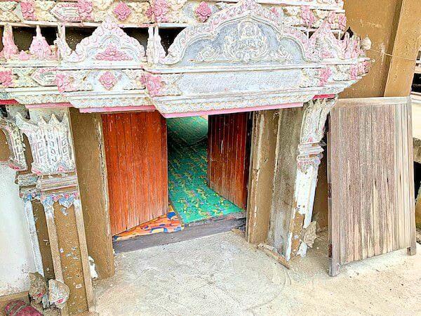 ワット・クン・サムット・チン(Wat Khun Samut Chin)本堂の入り口