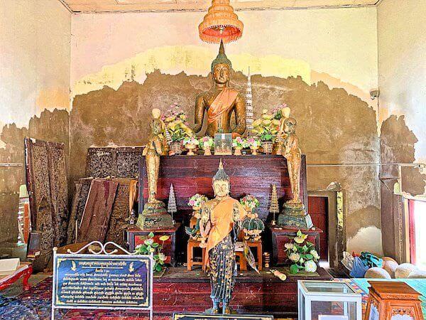 ワット・クン・サムット・チン(Wat Khun Samut Chin)の本堂に安置されている仏像