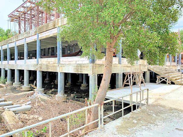 ワット・クン・サムット・チン(Wat Khun Samut Chin)の敷地内にて建設中のお堂