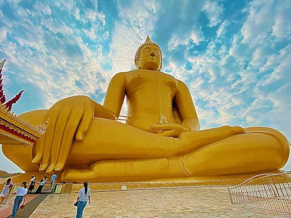 ワットムアンにあるタイ最大級の仏像2