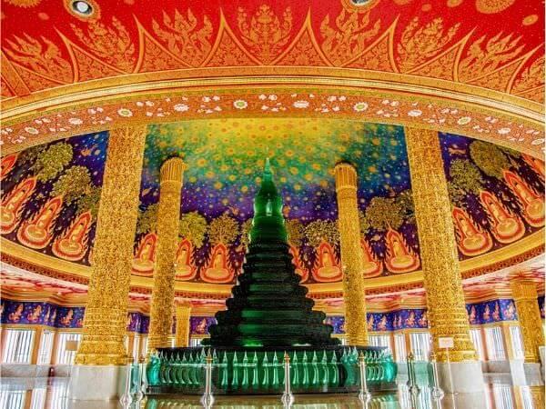 ワットパクナムの仏舎利塔