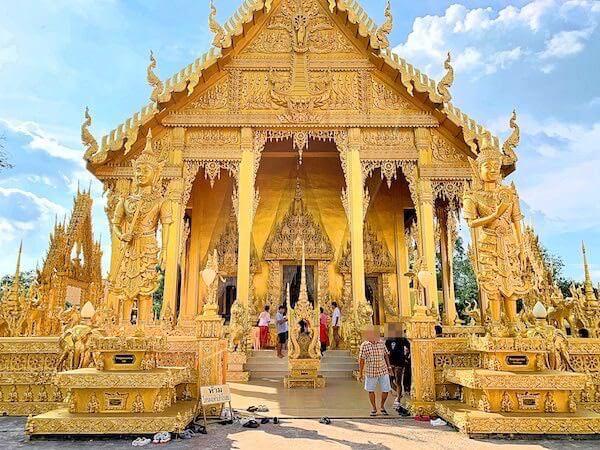 ワットパクナム ジョーロー(Wat Paknam Jolo)の仏堂2