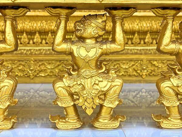 ワットパクナム ジョーロー(Wat Paknam Jolo)仏堂の装飾1