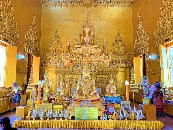 ワットパクナム ジョーロー(Wat Paknam Jolo)仏堂の中